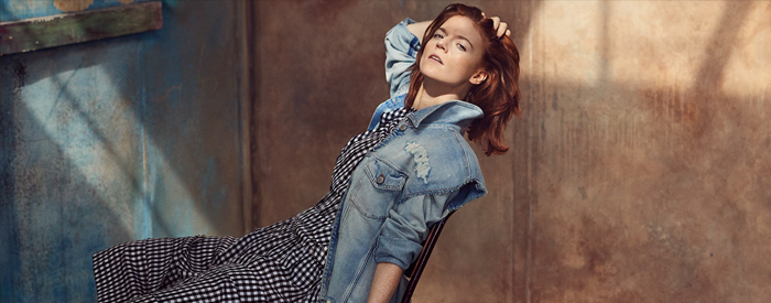 Actress Rose Leslie showcases Spring's deconstructed trend and talks strong female roles